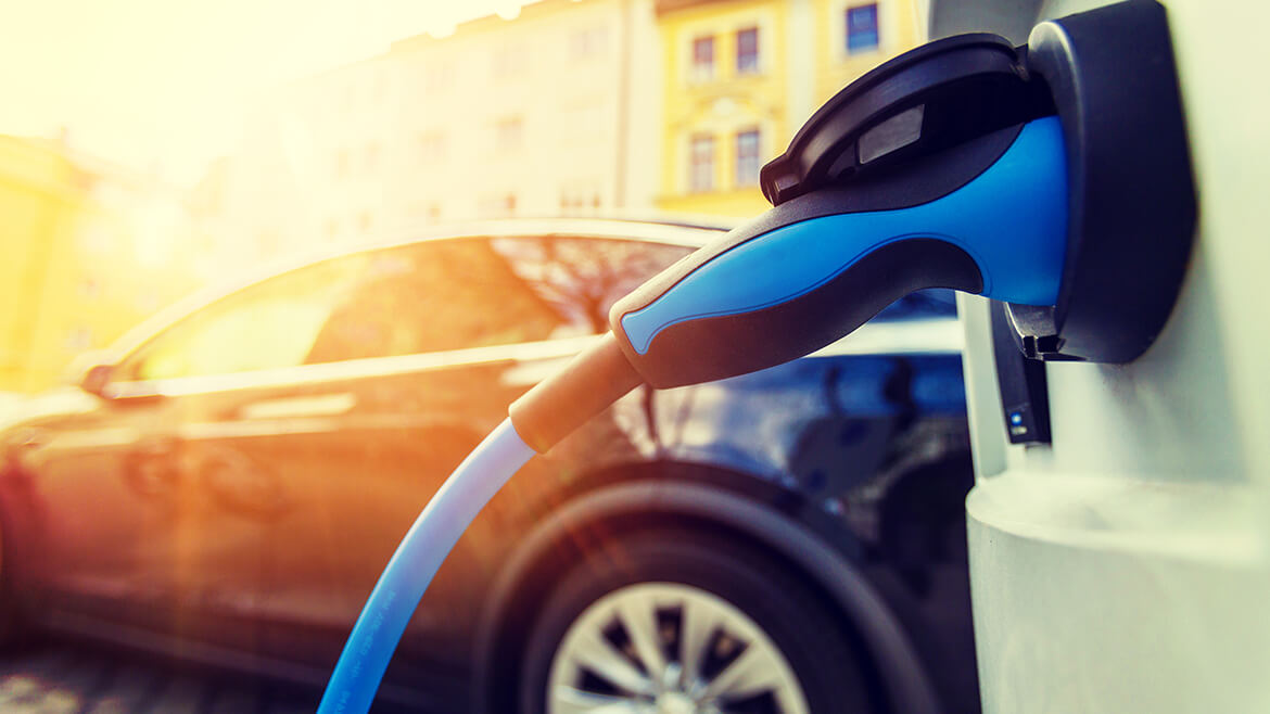 energiworld-electric-car-changing